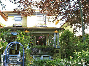 Organic Holidays - Ashby House Bed and Breakfast, 989 Bute Street, Vancouver BC. V6E 1Y7