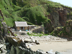 Organic Holidays - The Beach Hut, Carswell Organic Farm, Holbeton. PL8 1HH
