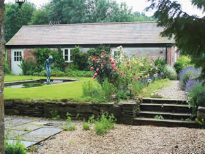 Organic Holidays - Cools Farm Cottages, Cools Farm, East Knoyle. SP3 6DB