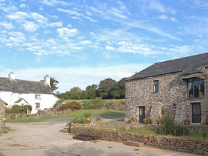 Organic Holidays - East Penrest Farm Barn, Lezant, Launceston. PL15 9NR
