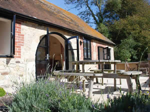 Organic Holidays - Estuary Cottage, Kings Manor Farm, Freshwater. PO40 9TL