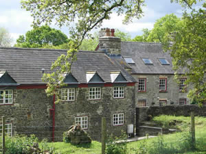Organic Holidays - Glanmarlais Farm Bed and Breakfast, Llansadwrn, Llanwrda. SA19 8HU