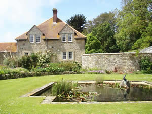 Organic Holidays - Kings Manor Farm Cottages, Kings Manor Farm, Freshwater. PO40 9TL
