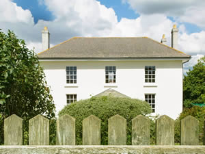 Organic Holidays - Lambside House, Carswell Organic Farm, Holbeton. PL8 1HH
