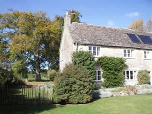 Organic Holidays - Lower Wiggold Cottage, Abbey Home Organic Farm, Cirencester. GL7 5HF