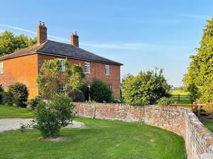 Organic Holidays - Mill Farm House, Mill Farm, Poulshot. SN10 1RZ