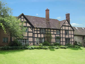 Set within beautiful walled gardens on the banks of the River Cray, is the historic Hall Place in Bexley. Surrounded by stunning Kent countryside, this Tudor house is the perfect choice for couples looking for a memorable wedding venue in idyllic surroundings.