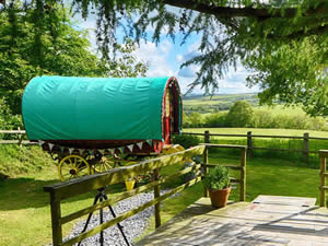 Organic Holidays - Old Oak Gypsy Wagon, Penyrallt Home Farm, Pentrecwrt. SA44 5DW