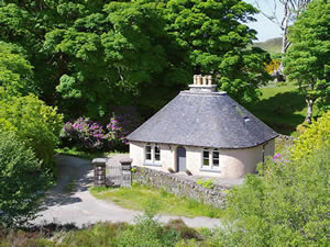 Organic Holidays - The Gate Lodge, Lyndale House, Lyndale. IV51 9PX