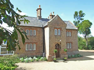 Organic Holidays - Twitham Court Farmhouse, Staple Road, Wingham. CT3 1LP